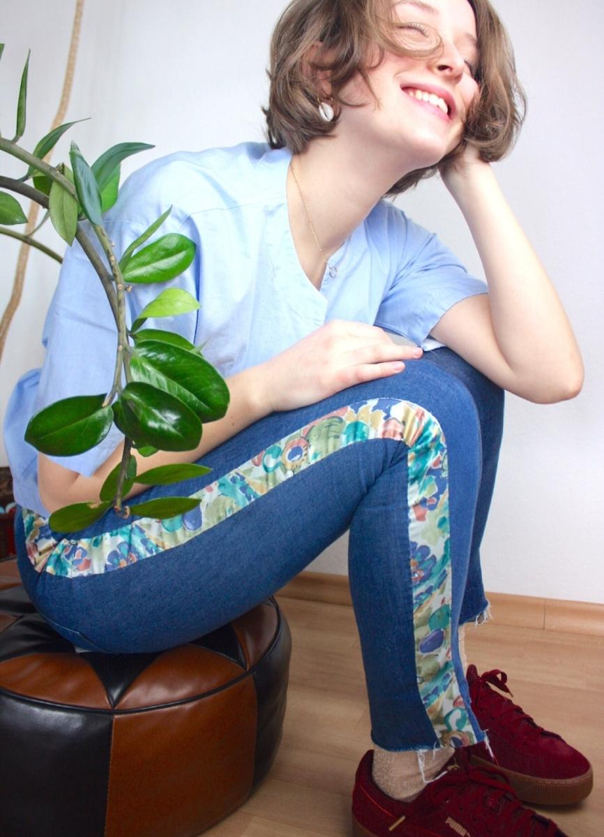 DIY Jeans Upcycling: mit einem Pastell-Dekoband