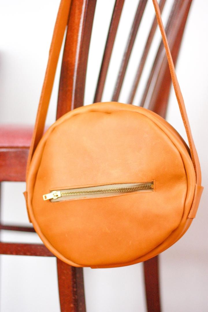 DIY runde Umhängetasche aus Ledernähen